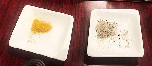 カレー粉とコショウ