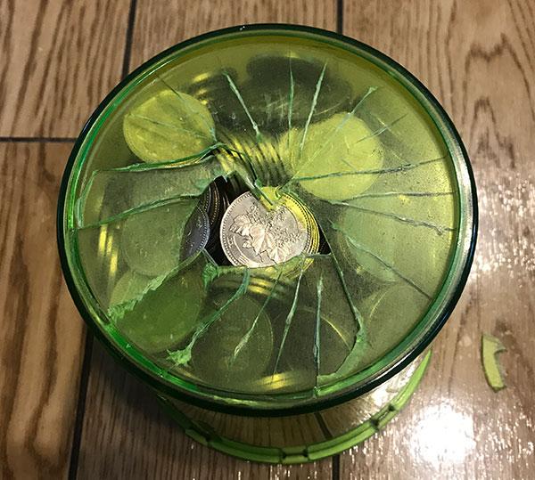 500円玉貯金箱を破壊